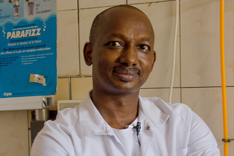 Prof. Diallo, chirurgien maxillo-facial en Guinée